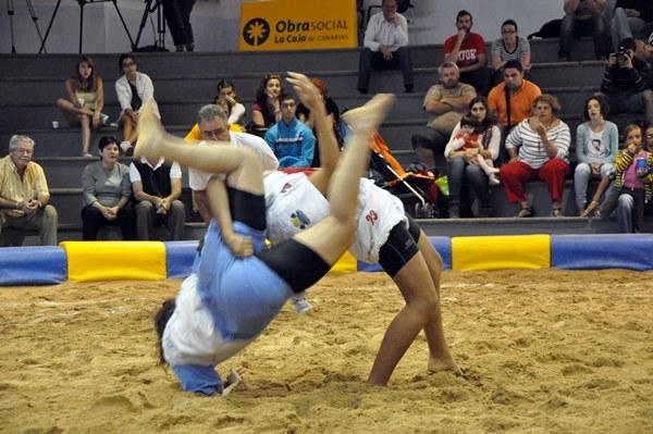 Lucha canaria femenina